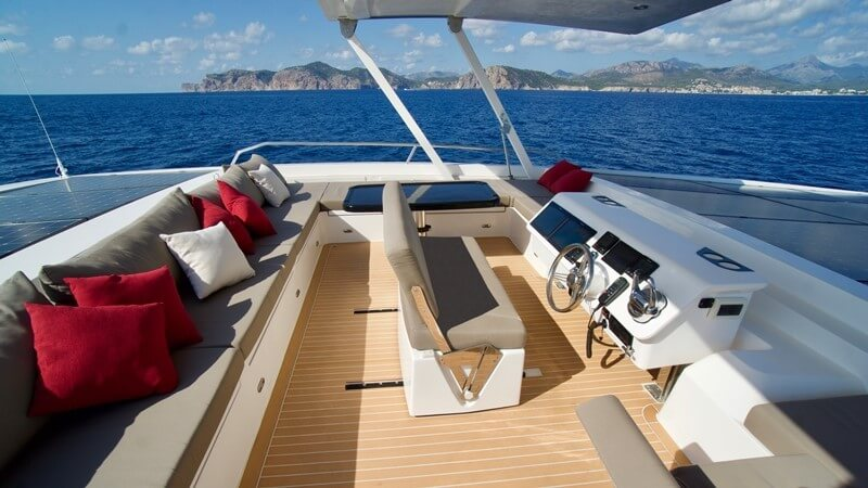 Guests will enjoy unhindered views of the Mergui Archipelago from the boat's flybridge.